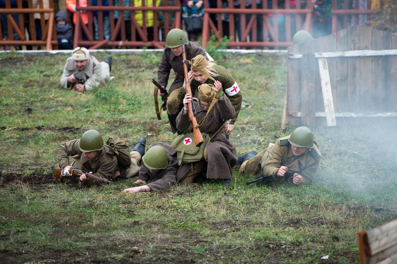 """""""Аты-баты, шли солдаты..."""", """"Бой на киевском направлении"""""""